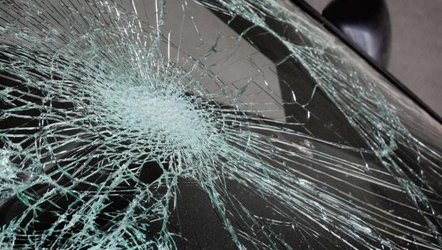 shutterstock_51348808_broken_windshield_620px.jpg
